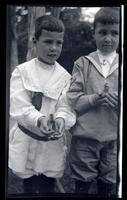 [Elliston Perot Morris Jr. and Marriott Canby Morris Jr. holding birds, Sea Girt] [graphic].