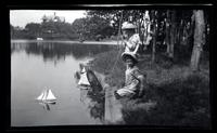 [Elliston Perot Morris Jr. and Marriott Canby Morris Jr. with toy sailboats, Wreck Pond, Sea Girt, NJ] [graphic].