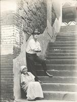 [Jewish man standing and Irish woman seated on a staircase, between Water and Front Streets, north of Market Street, Philadelphia] [graphic].