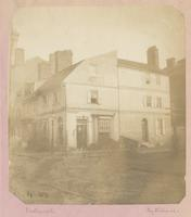 Old house on the southeast corner of Fifth and Spruce Street. [graphic] / Photograph by Richards.