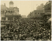 [Crowd on the Atlantic City boardwalk near the Steel Pier]